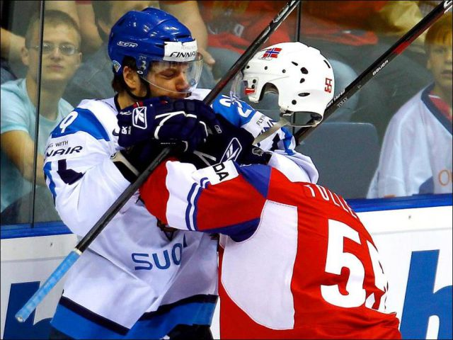 10-Hockey-Fight